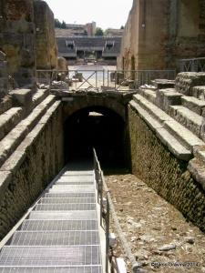 Foto 4: Pozzuoli, Anfiteatro Flavio, accesso ai sotterranei dal lato occidentale.