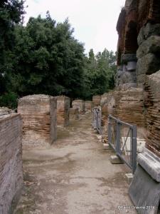 Foto 10: Pozzuoli, Anfiteatro Flavio, ambulacro anulare esterno sul lato meridionale.