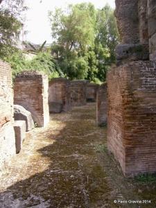 Foto 9: Pozzuoli, Anfiteatro Flavio, ambulacro anulare esterno visto dall'ingresso occidentale.