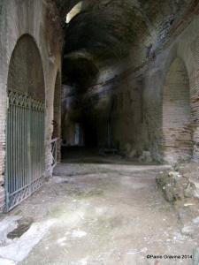 Foto 6: Pozzuoli, Anfiteatro Flavio, ambulacro anulare sottostante la cavea meridionale.