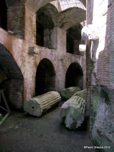 Foto 7: Pozzuoli, Anfiteatro Flavio, ambulacro meridionale visto da est.