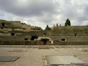 Foto 4: Pozzuoli, Anfiteatro Flavio, cavea meridionale con palco per l'autorità