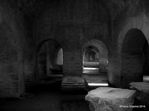 Foto 16: Pozzuoli, Anfiteatro Flavio, corridoi rettilinei intermedi, visti dall'ingresso occidentale.
