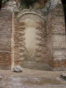 Foto 12: Pozzuoli, Anfiteatro Flavio, fiancata meridionale, piano inferiore, arcata murata in opera mista.