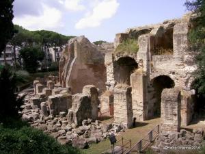 Foto 5: Pozzuoli, Anfiteatro Flavio, portico monumentale (propylon) dell'ingresso orientale.
