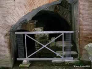 Foto 9: Pozzuoli, Anfiteatro Flavio, sotterranei, ambulacro settentrionale, ambiente con scala di servizio nei pressi dell'ingresso orientale.